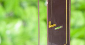 ドア模型グリーン背景