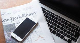 新聞パソコンスマートフォン